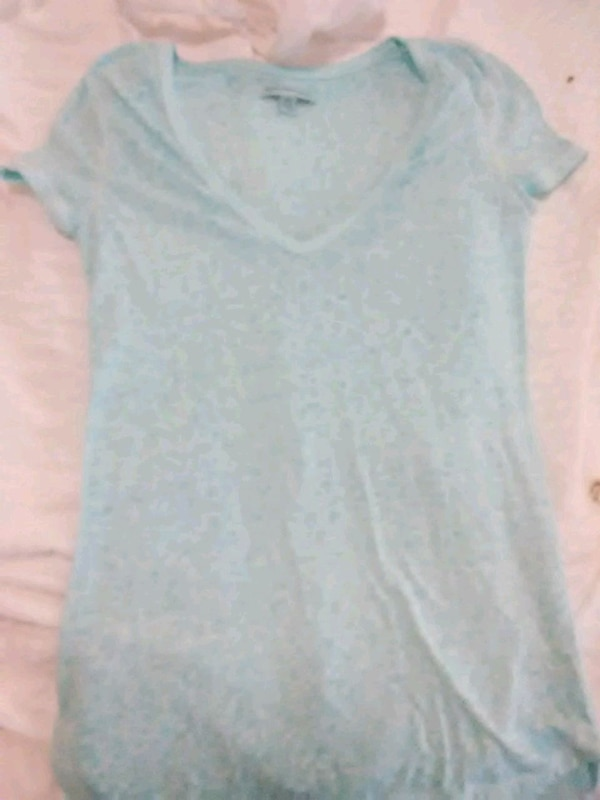 gray v-neck cap sleeve t-shirt