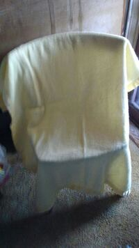 LITE YELLOW BABY BLANKET. New Waverly