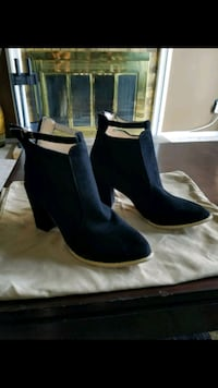 """Brand new shoes... 3.75"""" high heels SIZE 81/2"""