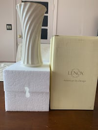 Lenox Flair Spiral Vase -Make a Beautiful Shower Gift or House Warming Gift Franklin Square, 11010