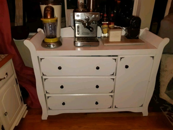 white wooden dresser with mirror ff912b8f-8b32-4291-8c11-b5247151f5d5