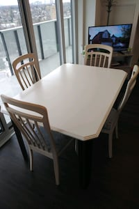 Solid wood dinning table with leaf extension Toronto, M9N 2B3