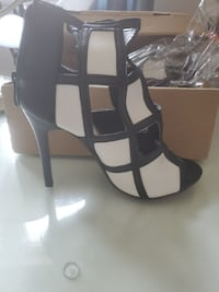 Women's black and white heels in size 9 Mississauga, L5V 1C5