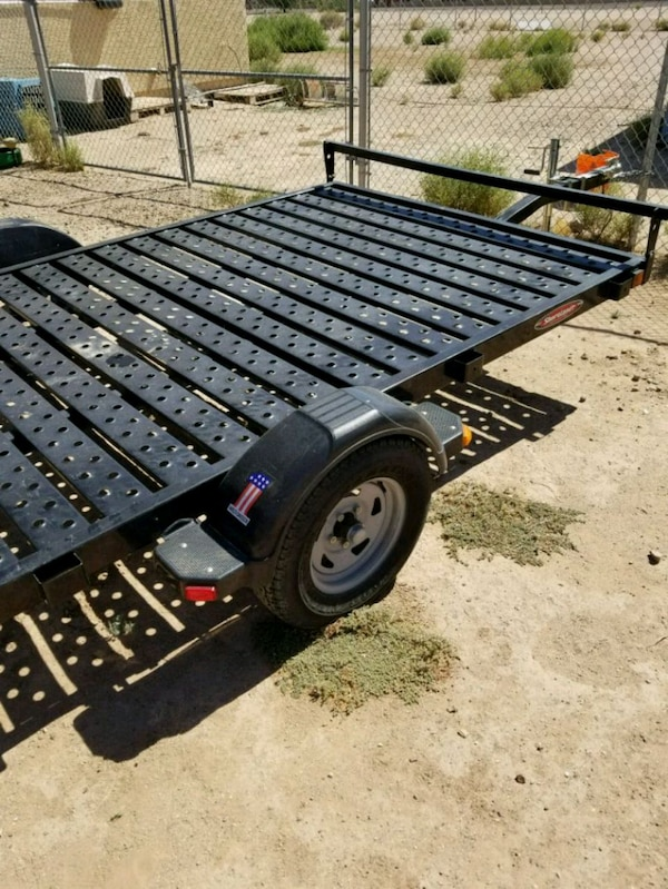 black and gray utility trailer