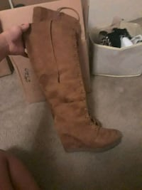 Boots 7.5 $80 New but I have sell asap $15 Everett, 98203