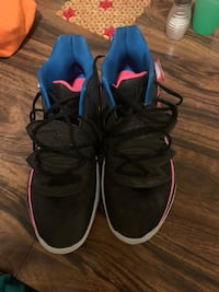 Pair of kyrie 3 breast cancer awareness basketball shoes Guelph, N1G