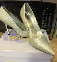 Pair of gray platform stilettos with box Toronto, M6M 5K9