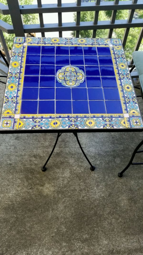 Garden table and chairs 7b1d285c-4fbd-428f-b519-848922944936