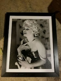 Marilyn Monroe photo with black wooden frame Trappe, 19426
