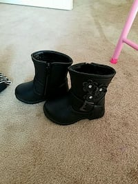 Boots size 4 small boots  Conway