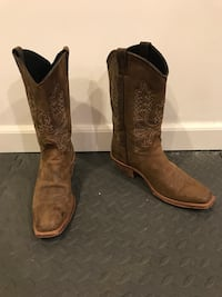Brown cowboy boots Purcellville, 20132