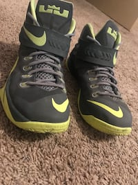 pair of black-and-green Nike basketball shoes Zillah, 98953