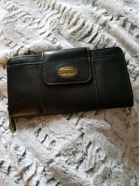 New Price: NWT Fossil - Leather Explorer wallet Toronto, M5V 2J2