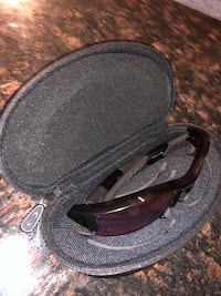 OAKLEY SUNGLASSES WITH CASE (NEVER USED) Ijamsville, 21754