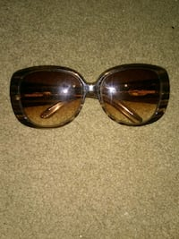 Womans Brown tent Gucci glasses Bakersfield, 93301