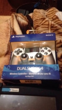 Sony ps4 dualshock 4 controller in box Cambridge, N1R