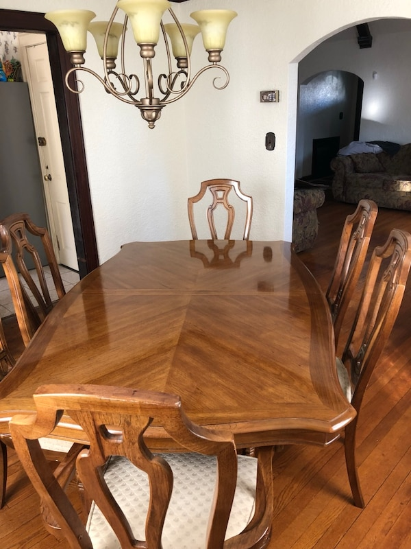 Thomasville Dining Room Set Includes 6 Chairs Table With 2 Leafs And Protectorschina Cabinet Buffet Server