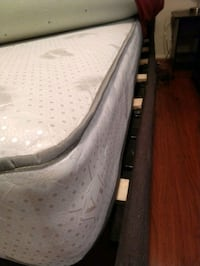 Queen mattress no marks or wear! Altadena, 91001