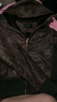 black zip-up jacket Selkirk, R1A 0E2