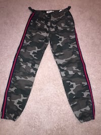 Green army baggy pants Hamilton, L9C 0J3