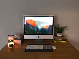 iMac (24inch, 1 tarabyte) with Apple Magic Mouse, Keyboard & Trackpad