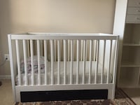 baby's white wooden crib Chantilly, 20151