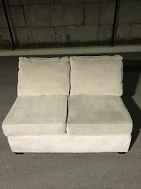 Light Grey Fabric Sectional In Excellent Condition Brampton, L7A