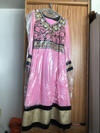Indian/ Pakistani outfit size M Toronto, M4A 2R4