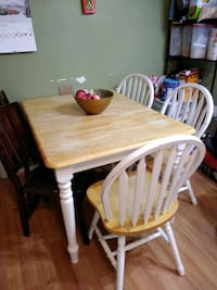 Solid wood kitchen table with 3 chairs. 33 km
