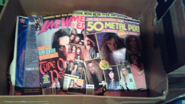 Big box of Rock/Alternative Music Mags 061e367f-96a6-4cc2-b385-a97edb733a7c