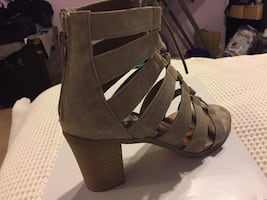 Steve Madden taupe suede 6.5 pair of shoes