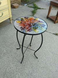 Small table w/glass top  Saint Clair Shores, 48080