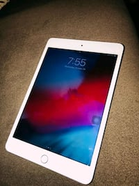 IPad mini 4 with Bluetooth keyboard 128gb 35 mi