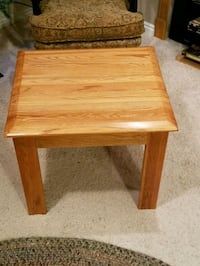 24x22x19tall SOLID OAK END TABLE Idaho Falls, 83404