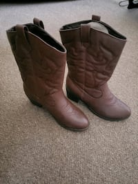 pair of brown leather cowboy boots York, 17403