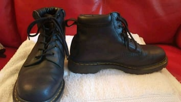 pair of black leather work boots men's size 9