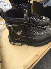 pair of black leather boots Welland, L3C 6G9