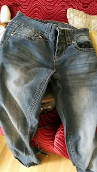 blue-washed denim jeans New York, 10033