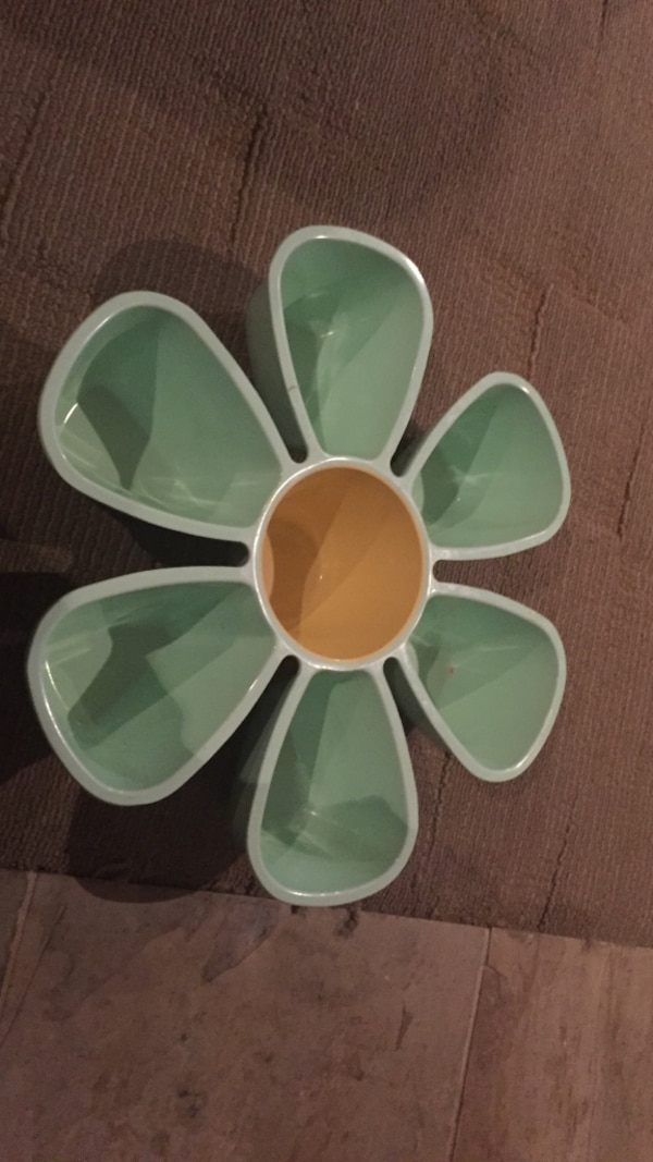 White and green ceramic flower-shaped organizer dish