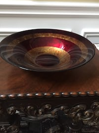 Red and gold accent bowl -$20 Markham, L3R 9L4