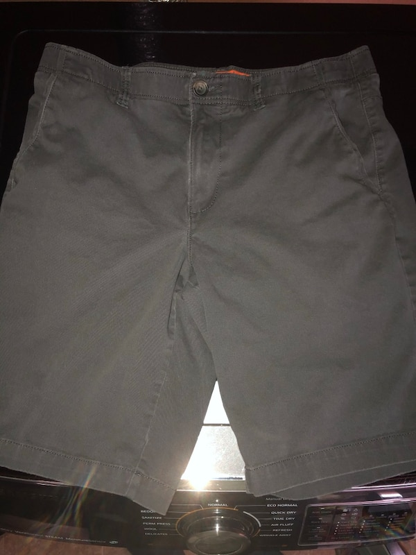 d68dc810a8e40f Used Men s Dark Gray MaxFlex Shorts - Size 34 -  10 for sale in ...