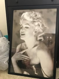 Marilyn Monroe grayscale photo with black wooden frame