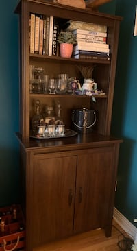 Last chance!! Brown cabinet bookshelf for sale!! Price negotiable! Montréal, H2N