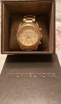 Michael kors Watch excellent condition with box for man and woman Toronto, M9W 3X1