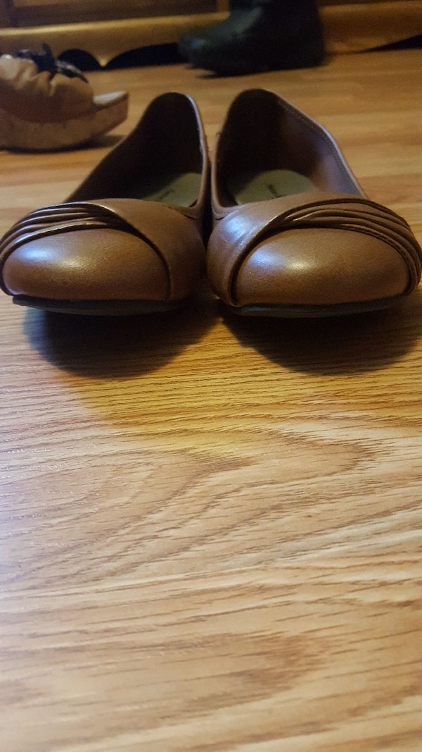 pair of brown American Eagle flats d2a58dee-040e-4696-8f39-cd9485722680