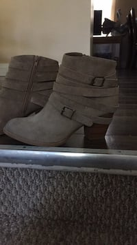 Tan healed boots null, L2G 6C2