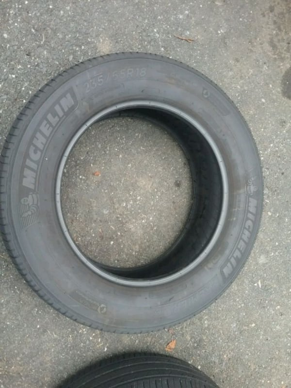 2 Michelin 235 65 18..... tires 2