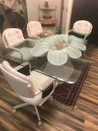 Fantastic Rare Wicker Rattan Flower Base Glass Top Dining Table (Delivery Service Available) Boynton Beach, 33436