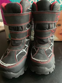 Boys winter boots size 9