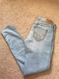 Hollister Jeans Calgary, T3G 5X6
